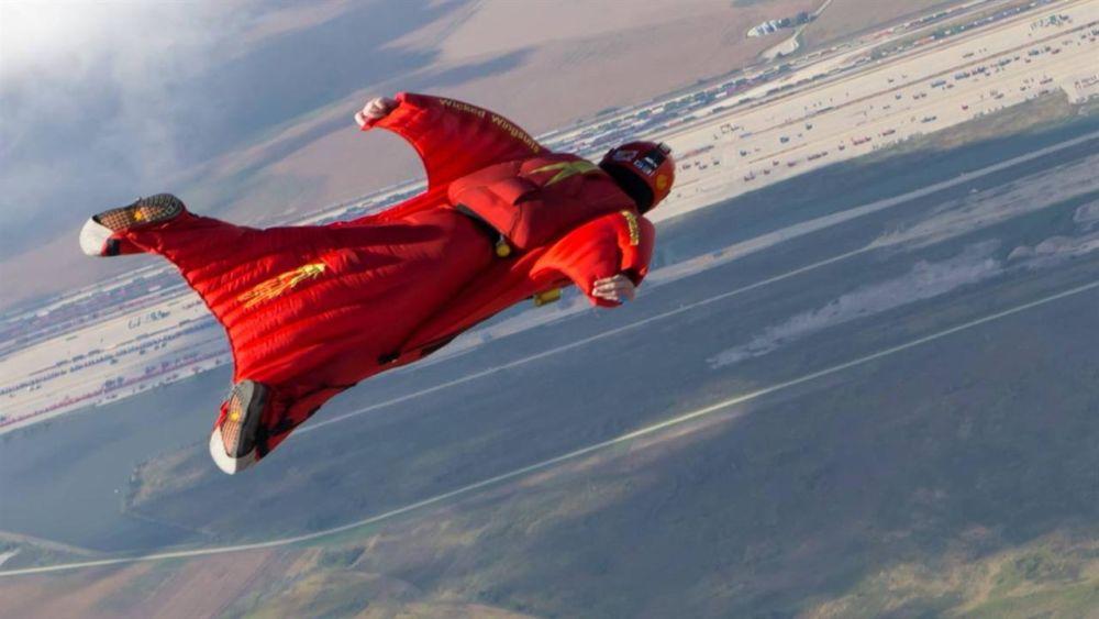 wingsuit_redbird_basecamp1
